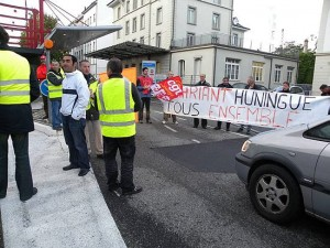 Clariant : les salariés bloquent les axes de circulation