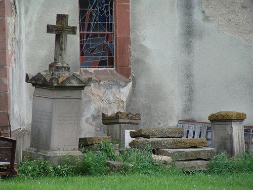 375 tombes du cimetière de Hoerdt dépouillées de leurs métaux